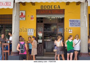 bodega-santa-cruz-1-rodrigo-caro-street-one-of-the-most-popular-tapas-f0afxr